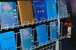 Книга Чжуань Фалунь на разных языках