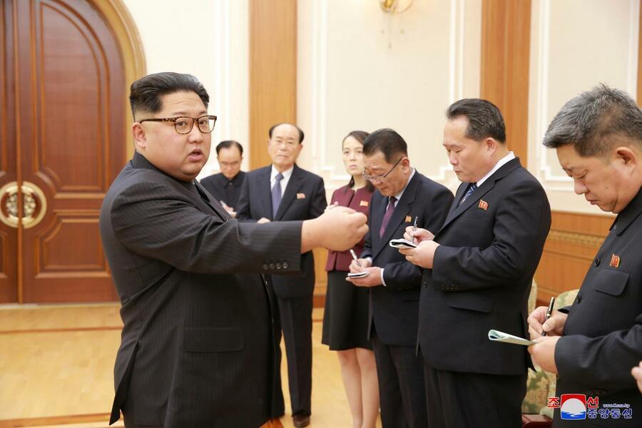 Правительство Северной Кореи рекламирует Фалуньгун - фото