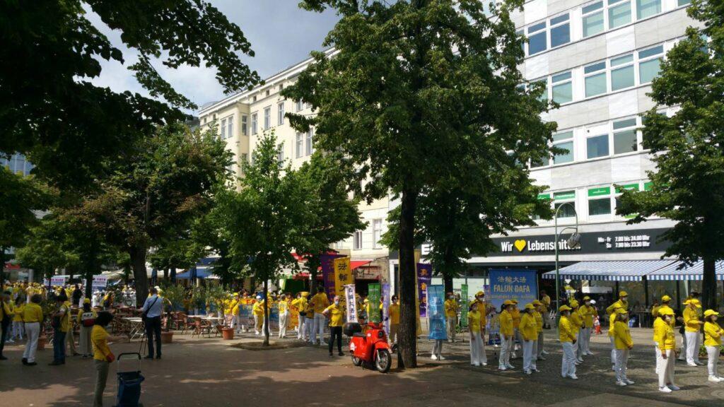 Парад Фалуньгун в Берлине 2021